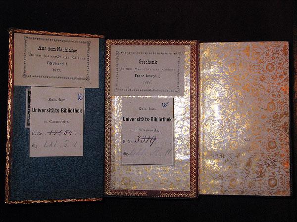 "Книги з написом на ярликах : ""Geschenk Seiner Majestät des Kaisers Franz Joseph I. 1878"", ""Aus dem Nachlasse Seiner Majestät des Kaisers Ferdinand I. 1877"""