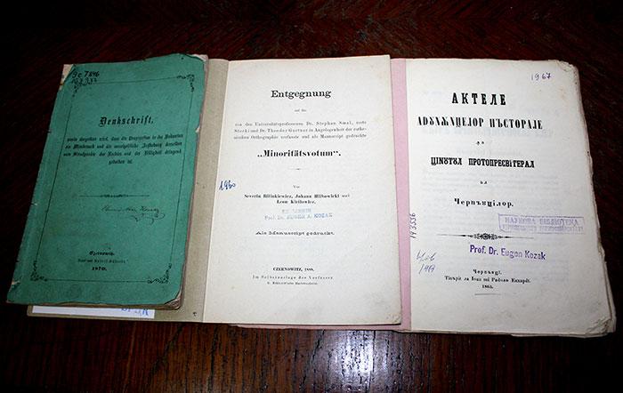 Книги з екслібрисами та печатками з колекції Є. Козака.