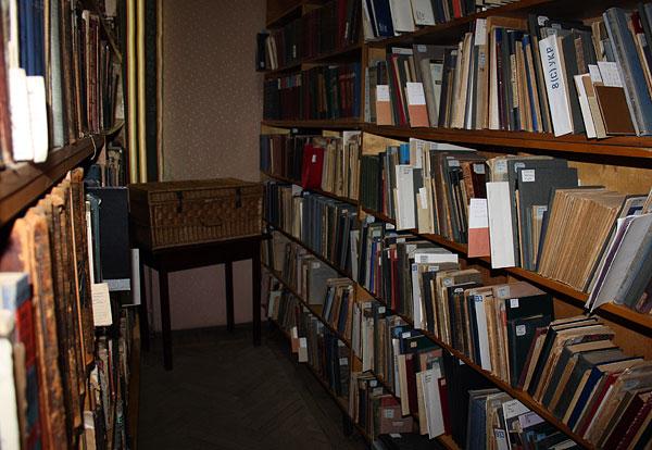 Частина бібліотеки В. Сімовича