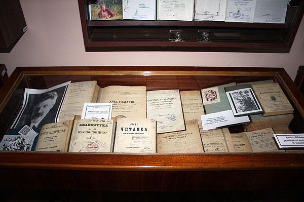 Книги з бібліотеки українського мовознавця В. Сімовича