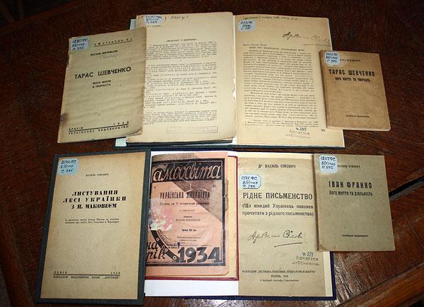 Власні праці В. Сімовича з літературознавства